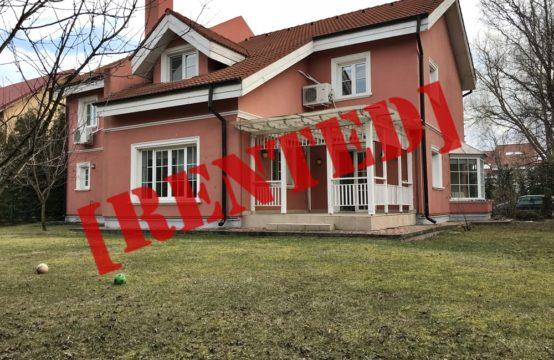 Villa avec sa propre cour, située dans un complexe résidentiel, zone Iancu Nicolae (id run: 15252)