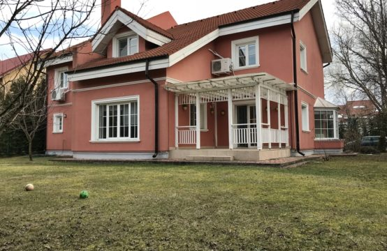 Villa with yard, located in a residential complex, Iancu Nicolae area