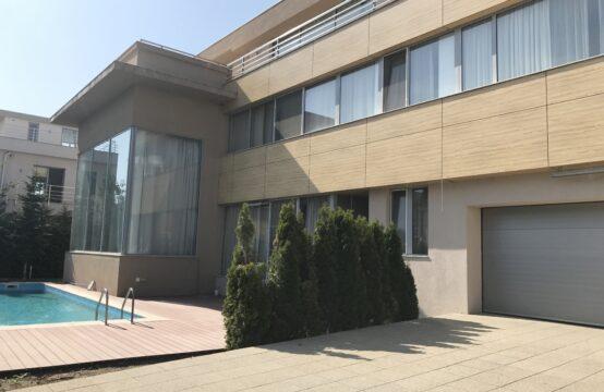 Vila de lux cu piscina situata in zona Iancu Nicolae