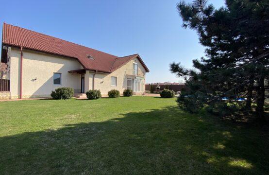 Villa avec cour généreuse et la piscine extérieure, zone Iancu Nicolae (id run: 7877)