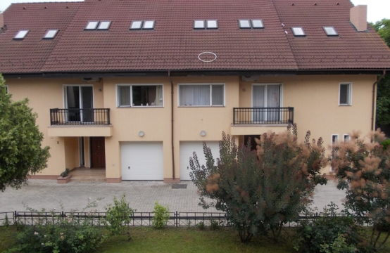 Villa avec piscine, située dans un complexe résidentiel, zone Iancu Nicolae (id run: 15338)