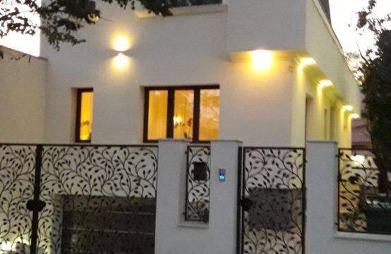 Villa moderne avec jardin situé dans le quartier de Domenii (id run: 15112)