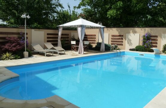 Villa with pool, with view to the lake Herastrau, Baneasa area