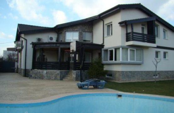 Elegant villa with pool and generous courtyard, Iancu Nicolae area