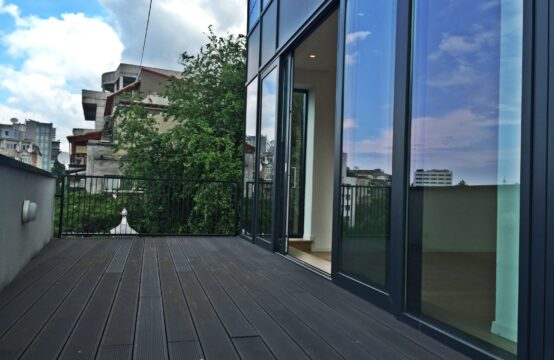 Luxury penthouse, 3 rooms, with terrace, University area