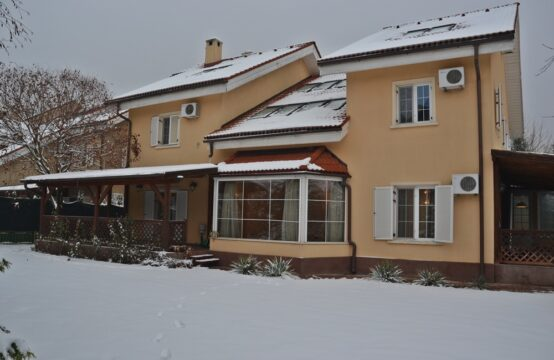 Bright and spacious villa, located in a complex in the Iancu Nicolae area (id run: 10657)
