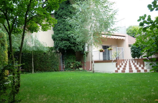 Bright and spacious villa with its own courtyard, Domenii area