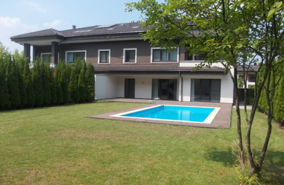 Luxury villa with swimming pool, residential compound, Pipera area