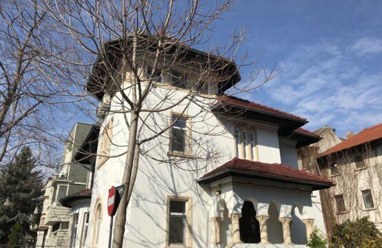 Vila cu arhitectura stil neoromanesc, cu curte proprie, renovata, zona Dorobanti