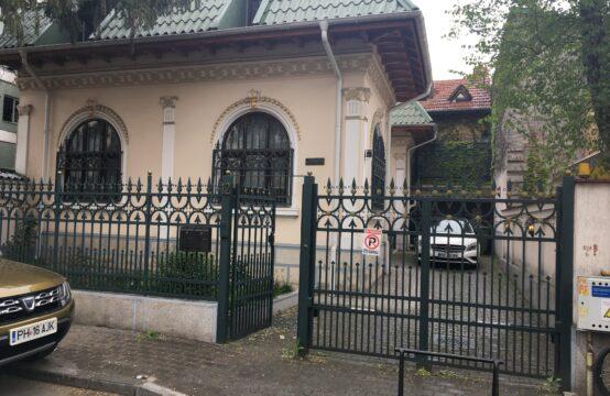 Villa avec sa propre cour, zone Floreasca ( id run: 11782 )