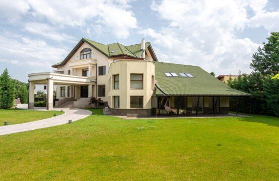 Villa moderne, terrain généreux, lumineux et spacieux, piscine intérieure, région d'Iancu Nicolae (id run: 15880)