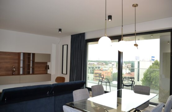 Appartement de 4 pièces, meublé, luxe, terrasse, quartier Herastrau (id run: 16167)
