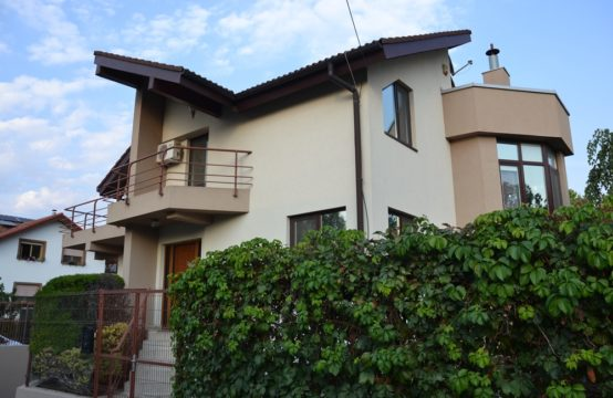 Villa with pool and generous yard, Pipera area