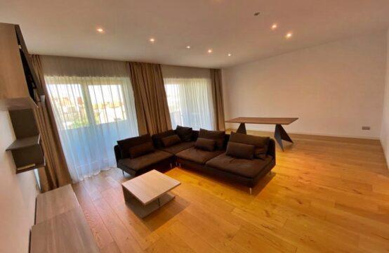 Appartement de luxe, avec terrasse, 4 chambres, centre ville, Université (id run: 16335)