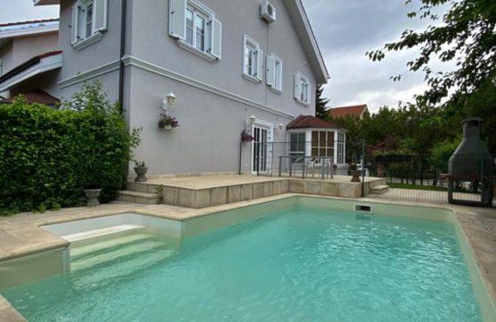 Vila cu piscina, luminoasa si spatioasa, complex rezidential, zona Iancu Nicolae