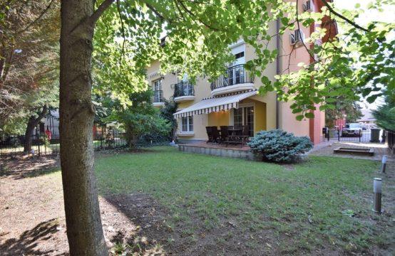 Villa 5 rooms, complex with swimming pool, Iancu Nicolae area