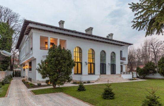 Historic monument villa, located in the Aviatorilor area