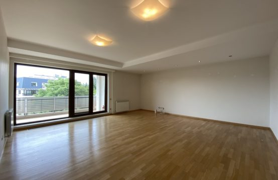Apartament 4 camere, cu terasa, luminos si spatios, zona Aviatorilor