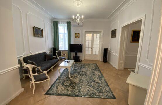 Appartement 5 pièces, rénové, garage, quartier Dacia (id run: 16780)