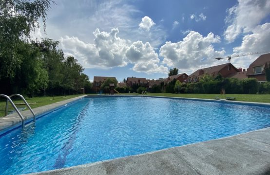 Villa located in a complex with furnished pool, Iancu Nicolae
