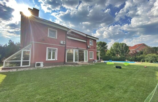Villa avec piscine et cour généreuse, quartier Iancu Nicolae (id run: 13178)