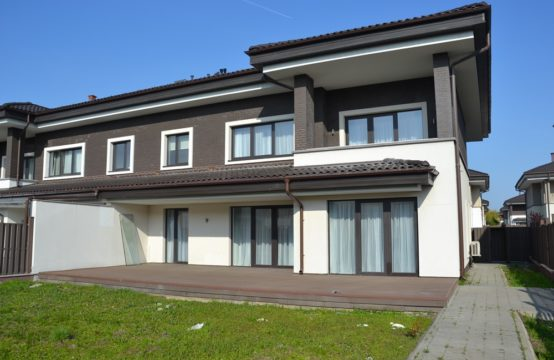 Villa lumineuse et spacieuse, complexe résidentiel, quartier de Pipera (id run: 15743)