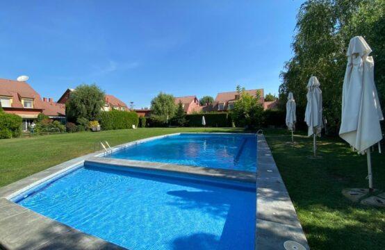 Vila situata in complex cu piscina si teren de tenis, zona Iancu Nicolae