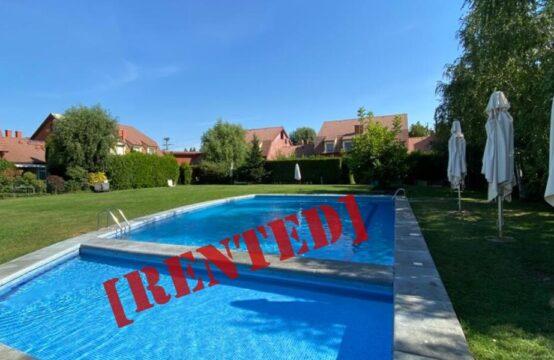 Villa située dans un complexe avec piscine et court de tennis ( id run: 16914)