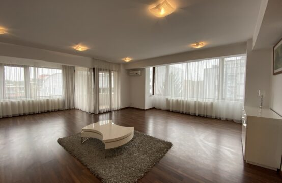 4 room apartment, with balcony, parking, Aviatorilor area