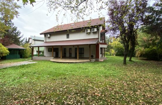Villa located on a plot of 1000sqm, residential complex, Iancu Nicolae area