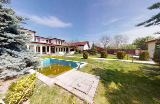 Villa with pool and generous land, Otopeni area