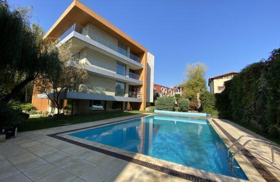 Appartement de luxe, 4 pièces, avec terrasse, immeuble avec piscine extérieure, salle de sport, barbecue, quartier Baneasa(id run: 17109)