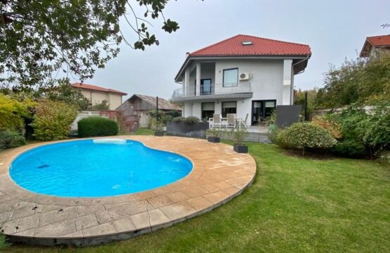 Villa with pool and generous garden, Pipera