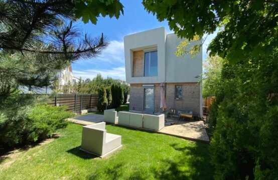 Villa with modern design, luxuriously furnished, 5 rooms, own yard, Iancu Nicolae area