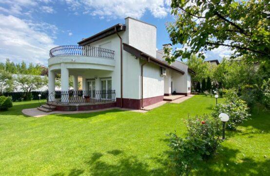 Villa meublée, située sur un généreux terrain de 1050 m2 au bord du lac, quartier Pipera(id run: 17540)