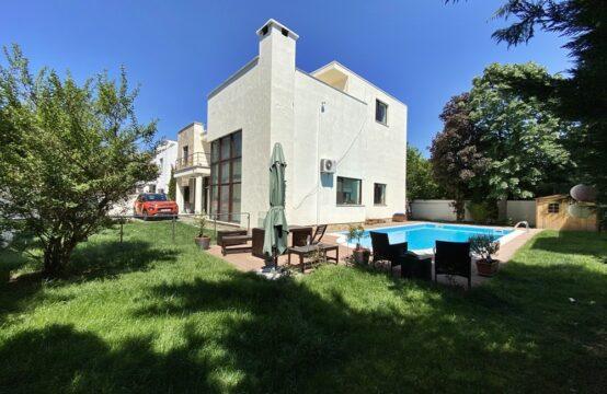 Villa avec piscine et propre cour, quartier Iancu Nicolae (id run: 11855)