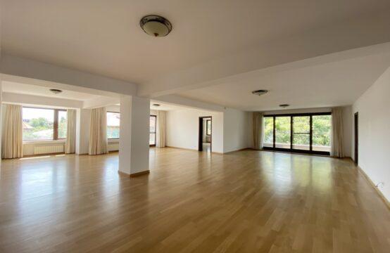 Appartement 5 pièces, lumineux et spacieux, quartier Kiseleff (id run: 17612)