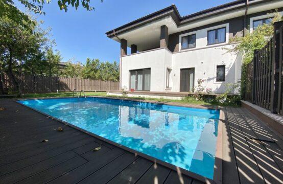 Villa avec piscine, située dans un complexe résidentiel, Pipera (id run: 17617)