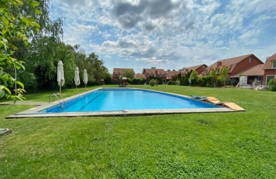 Villa située dans un complexe avec piscine, quartier Iancu Nicolae (id run: 17552)