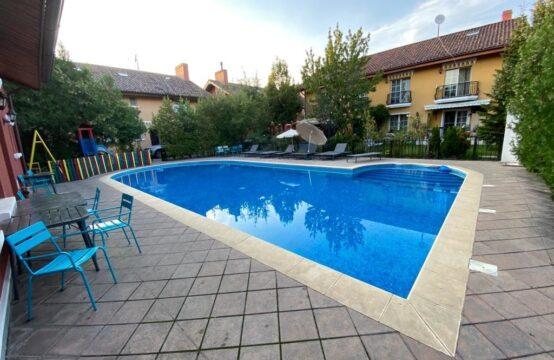 Villa dans complexe avec piscine, dans la région de Iancu Nicolae (id run: 16004)