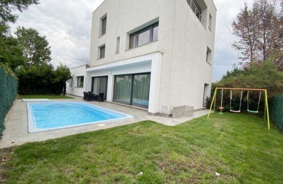 Villa avec piscine située dans le quartier Iancu Nicolae (id run: 17706)
